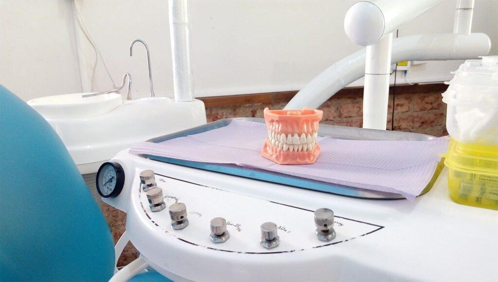 Prothèses dentaires du cabinet dentaire le cactus